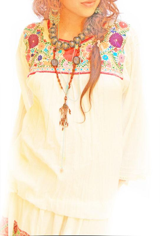 Bonita bohemian Mexican embroidered blouse long sleeves