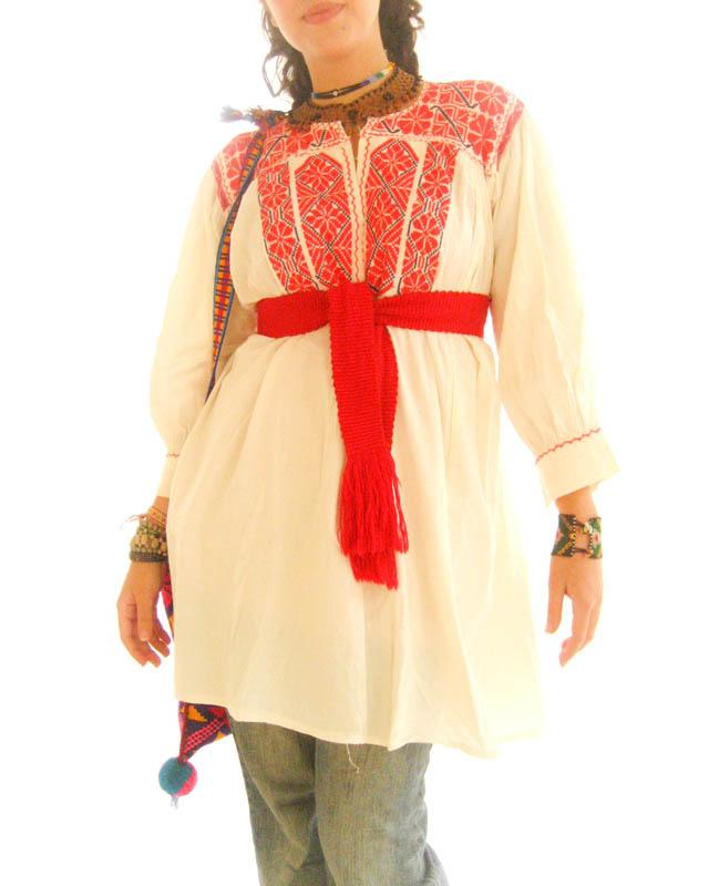 Red flowers Ethnic embroidered Mexican vintage peasant top