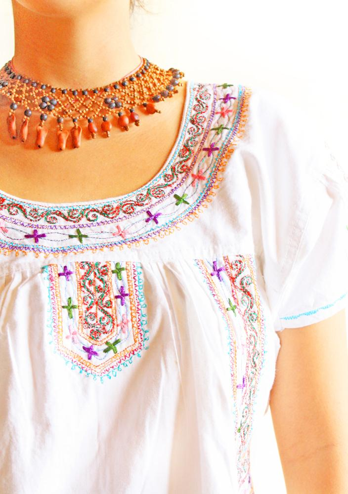 Las Crucecitas vtg Mexican embroidered tunic top
