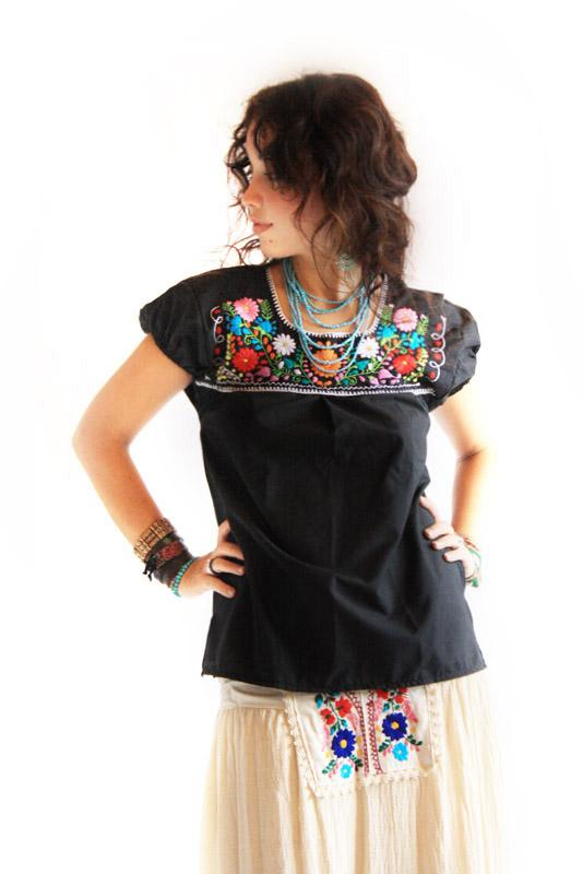 La Noche vintage Mexican embroidered blouse